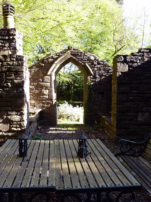 Dramatic features in a woodland garden